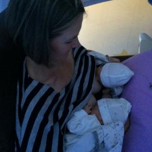 every-twin-moms-dream-tandem-feeding happyhumanpacifier.com